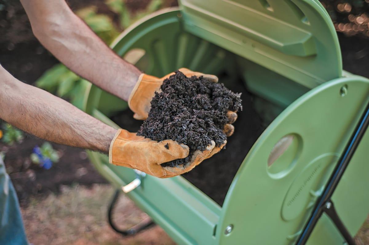Mantis rotating compost bin